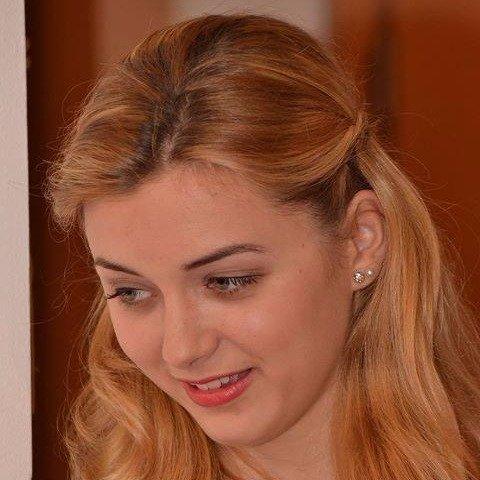 Borsos Dóri oktató