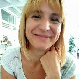 Csákvári Zita oktató
